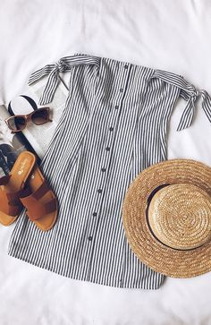 Lo último en ropa y moda para mujer 2019 – This is one of the classic Americana trendy summer outfits! Mode Outfits, Casual Outfits, Fashion Outfits, Womens Fashion, Ladies Fashion, Dress Casual, Fashion Ideas, Dress Fashion, Fashion Flatlay