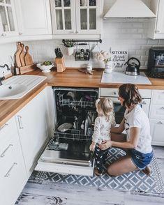 Kitchen Remodel Using Existing Cabinets – Modern Kitchen Kitchen Cabinet Design, Kitchen Remodel Countertops, Kitchen Cabinets And Countertops, Kitchen Decor, Modern Kitchen, Kitchen Appliances Design, Kitchen Remodel Design, Beautiful Kitchen Faucets, Kitchen Design