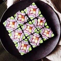 This beautiful square mosaic sushi deserves to be framed in a food art museum. This beautiful square mosaic sushi deserves to be framed in a food art museum. Cute Food, A Food, Good Food, Food And Drink, Yummy Food, Tasty, Oshi Sushi, Asian Recipes, Healthy Recipes