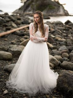 Liza Gown by Hannah Tikkanen (Image: Kyle Kong Photography) | 20 Fairytale Princess Wedding Gowns from Etsy | SouthBound Bride