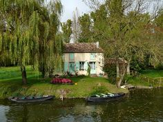 | ♕ | Bateaux et maison à Arçais - Marais, France | by © dynamosquito