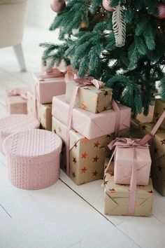 Elegant christmas gift wrapping ideas you can make yourself 00 00029 Elegant Christmas, Christmas Love, Best Christmas Gifts, All Things Christmas, Christmas Presents, Holiday Gifts, Christmas Ideas, Christmas Pictures, Christmas Wreaths