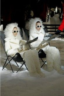 See all the Collection photos from Moncler Gamme Rouge Autumn/Winter 2012 Ready-To-Wear now on British Vogue Ski Fashion, Winter Fashion, High Fashion, Ski Bunnies, Balenciaga, Ski Girl, Snow Angels, New Blue, Winter Wonderland