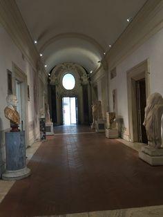 Beelden bij Thermen van Diocletianus