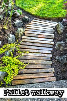 Beautiful Rustic Wooden Pallet Walkway - 150 Best DIY Pallet Projects and Pallet Furniture Crafts - Page 11 of 75 - DIY & Crafts