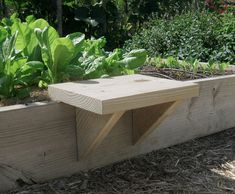 Great Idea for the garden . moveable seat for raised bed gardening . Raised Garden Beds, Raised Beds, Raised Planter, Raised Bed Planting, Raised Gardens, Small Gardens, Organic Gardening, Gardening Tips, Vegetable Gardening