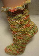 Socks Socken wave on spring pattern by Ronka Hoffmann