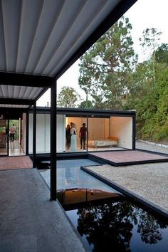 Here's Pierre Koenig's Case Study House #21 Filled With Smoke