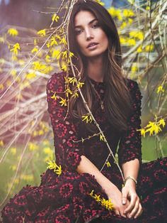 Landing yet another cover, Lily Aldridge poses on the July 2015 issue of Vogue Turkey. The American beauty poses for David Bellemere in a dreamy shot wear she… Lily Aldridge, Fashion Shoot, Editorial Fashion, Fashion Models, Fashion Editor, Vogue Magazine Covers, Vogue Covers, Fashion Weeks, Poses