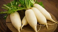 Home Remedies For Kidney Stones - Radish Juice For Kidney Stones Home Remedies, Natural Remedies, Health Remedies, Alkaline Fruits, Cabbage Health Benefits, Kidney Detox Cleanse, Balanced Meal Plan, Lettuce Recipes, Antioxidant Supplements