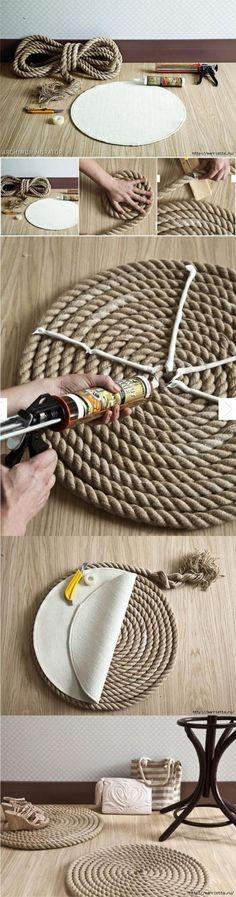 STOER zo een vloerkleed! Je kunt hem in elke gewenste afmeting maken. Dit dikke touw koop je bij de bouwmarkt en ik geloof ook nog in verschillende kleuren.