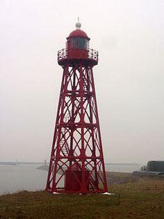 De Vuurtoren van Den Oever is een opengewerkte, rode, gietijzeren toren en had drie kleuren licht. De toren is gebouwd 1884 door Penn & Bauduin uit Dordrecht en heeft een lichthoogte van 15 meter.