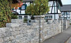 Diese Gartenmauer bauen Sie dank des Bausatzes auch ohne Maurer auf. Trotz des rustikalen Aussehens sind die Steine dieser Gartenmauer aus Beton
