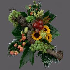 Mooi rouwstuk met druiven stronk modern opgemaakt. De specialist op het gebied van rouwwerk!!