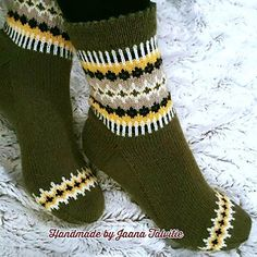 Ravelry: By the fireplace pattern by Jaana Talvitie Diy Knitting Socks, Hand Knitting, Knitting Designs, Knitting Patterns, Knit Stockings, Colorful Socks, Knit Picks, Knitted Bags, Knit Crochet