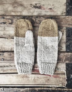 Colorblock Mittens in Midas Rustic Handknit Wool by WHGoods. Made in Calgary, AB with Alpaca wool. Knit Mittens, Mitten Gloves, Hand Knitting, Knitting Patterns, Knitting Accessories, Textiles, Mode Inspiration, Knitting Projects, Warm And Cozy