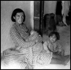Gerda Taro © International Center of Photography SPAIN. Almeria. February, 1937. Refugees from Malaga.