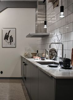Vintage industrial style decor trends to make a lasting impression in your guests! Scandinavian Kitchen, Kitchen Design Open, New Kitchen, Kitchen Dining, Kitchen Decor, Interior, Kitchen Design, New Kitchen Cabinets, Interior Design Kitchen