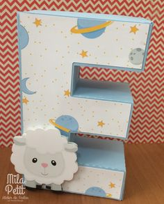 Letra 3D personalizada para decoração de festa. Confeccionada em papel color plus + impressão digital + apliques de acordo com o tema. O valor é referente a cada letra. Obrigada por sua visita! ***IMPORTANTE*** Por favor, ANTES de clicar em comprar utilize o botão CONTATAR VENDEDOR p... Fun Crafts For Kids, Diy And Crafts, Paper Crafts, E Craft, Craft Sale, Letter Standee Design, Little Prince Party, Color Plus, 3d Letters