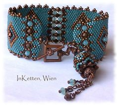 peyote bracelet - Bing Images Clever use of beaded bead for a counterweight. Beautiful blue color.