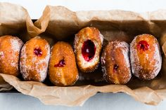 Make these delicious Thermomix jam donuts at home and surprise your crowd with something special. So simple to make and absolutely irresistible. Donut Recipes, Cooking Recipes, Tea Recipes, Jam Donut, Cheddarwurst Recipe, Bellini Recipe, Breakfast Recipes, Dessert Recipes, Thermomix Desserts