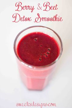 Berry and Beet Detox Smoothie- a delicious, vegetable and fruit packed powerhouse! #vitamix #smoothie #detox #Detoxsmoothies