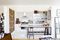 A Gorgeous Globally Eclectic Mexico City Rental Apartment: gallery image 18 Kitchen Shop, Cheap Kitchen, Kitchen Ideas, Interior Bohemio, Small Condo Decorating, Living In Mexico City, Above Cabinets, Cupboards, Barndominium