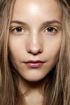 NEON EYELINER BEAUTY BRIGHT YELLOW BACKSTAGE FASHION BEAUTY BLONDE NUDE LIPS INSPIRATION FASHION BLOG 2