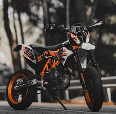 There is something about buying a new bike that makes you seem like a kid once again. On a glossy brand new bike, the wind feels a little wilder in your hair and you seem like your five years old. Ktm 690, Motorcross Bike, Yamaha Motocross, Bmx, Ktm Supermoto, Ktm Motorcycles, Road Bike Women, Dirtbikes, Motorcycle Outfit