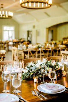 Barn wedding reception details - Modern rustic wedding at California's Malibou Lake Lodge - Mountain Wedding Inspiration #barnweddingdecor #barnweddingreception #jewishweddingreception #jewishweddingtraditions #jewishwedding #jewishweddingchuppah #jewishweddingideas #jewishweddingceremony #outdoorjewishwedding Rustic Chic, Modern Rustic, Jewish Wedding Ceremony, Wedding Reception, Jewish Wedding Traditions, Rustic Wedding Inspiration, Style Inspiration, Real Weddings, Barn Weddings