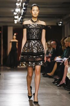 Oscar de La Renta Ready To Wear Fall Winter 2015 New York...Beautiful, love the fabric & embellishments. Take 1-3 details & change the color to design your unique wedding dress. Cheaper to have custom-made than purchasing from salon.