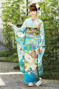きれいな水色のベースでとても華やかです Japanese Yukata, Japanese Costume, Japanese Outfits, Japanese Fashion, Yukata Kimono, Kimono Dress, Traditional Fashion, Traditional Dresses, Geisha