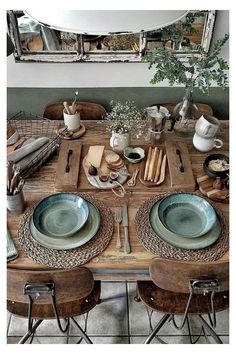 Wooden Platters, Table And Chair Sets, Shabby Vintage, Interior Exterior, Interior Modern, Wooden Shelves, Mugs Set, Home Furnishings, Home Furniture