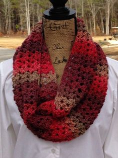 crochet scarf design Sunset Scarf - A Fun Crochet Scarf Pattern! - Are you looking for a fun and quick scarf pattern? Sunset scarf is elegant with the right kind of yarn and will easily dress up your casual evening! Crochet Motifs, Crochet Shawl, Crochet Stitches, Knit Crochet, Crochet Infinity Scarf Free Pattern, Double Crochet, Easy Crochet, Crochet Scarves, Crochet Clothes