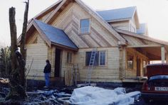 Door and window installation / trim Log Cabin Getaways, Getaway Cabins, Wooden Cabins, Dream House Plans, Log Homes, Construction, Windows, Mansions, House Styles