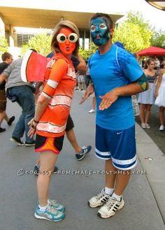 Original Nemo and Dory Couple Costume - Nemo is cute. Make it Marlin and Dory. Duo Costumes, Disney Halloween Costumes, Halloween Kostüm, Costume Ideas, Couple Costumes, Costume Contest, Halloween Projects, Finding Nemo Kostüm, Nemo And Dory Costume