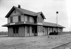 Zelzah Acres (now Northridge) Southern Pacific Daylight Limited train depot 1914.