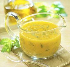 Dacă vrei să-ţi menţii silueta şi să te fereşti de aditivi periculoşi, îţi recomandăm să-ţi prepari acasă un sos delicios pentru salata minunată care te ajută să slăbeşti.