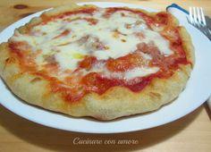 oggi vi propongo la pizza con semola rimacinata e lievito madre. Rispetto alla solita pizza questa con lunga lievitazione è molto più digeribile e allo stesso tempo molto gustosa e nutriente, e grazie alla semola si ottiene un impasto croccante e friabile.
