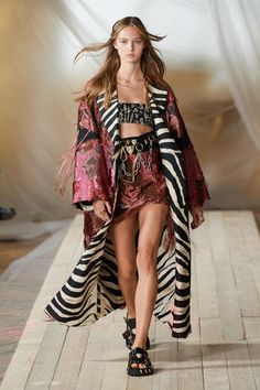 Roberto Cavalli, Fashion News, Fashion Beauty, Fashion Trends, Milan Fashion, Fashion Bible, Capsule Outfits, Vogue Russia, Fashion Show Collection