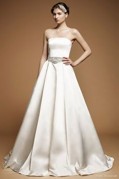 I love the simple elegance of this Jenny Packham