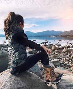 Winter camping outfits for women shoes 70 Super ideas Winter Fashion Boots, Fall Winter Outfits, Autumn Winter Fashion, Winter Wear, Winter Clothes, Cold Weather Outfits, Winter Dresses, Fashion Mode, Look Fashion