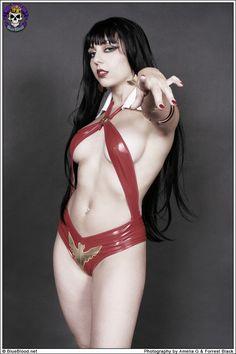 Vampirella Cosplay: Nella Swam by Amelia G & Forrest Black…