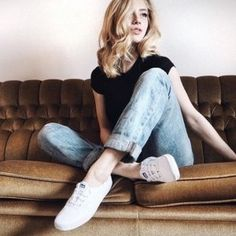 Minimalist Shoes - My Minimalist Living Keds Outfit Summer, White Keds Outfit, Keds Shoes Outfit, Keds White Sneakers, Keds Taylor Swift, Taylor Swift Outfits, Scrunchies, Sunday Clothes, Smart Casual Wear