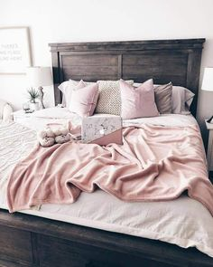 11 Cool Pink Bedroom Ideas That Can be Pretty - All Bedroom Design Pink Bedroom Design, Pink Bedroom Decor, Comfy Bedroom, Wood Bedroom, Trendy Bedroom, Bedroom Sets, Modern Bedroom, Bedding Sets, Plum Bedroom