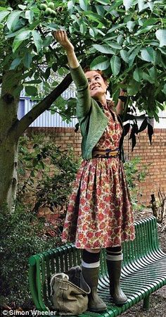 to rustle up a feast for free Like Alys' vintage style coupled with the ubiquitous wellies!Like Alys' vintage style coupled with the ubiquitous wellies! Looks Street Style, Looks Style, My Style, Dress With Cardigan, The Dress, Mode Country, Estilo Hippy, Mode Simple, Look Retro