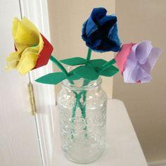 Fáciles tulipanes con cartón y papel.
