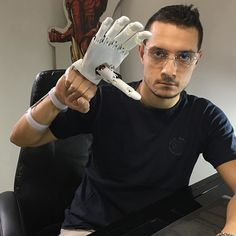 Give me five #youbionic #bionic #hand #robot #design #DIY #industrialdesign #prosthetic #prosthetics #prosthesis #3dprinting #3dprint #3dprinted l #cosplay #cyborg #mechatronics #medical #biomedical #technology #new #future #ironman #maker #makers #arduino #RaspberryPi #mechanics #render #animation by youbionic