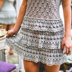 crochelinhasagulhas: Vestido cinza em crochê by Vanessa Montoro