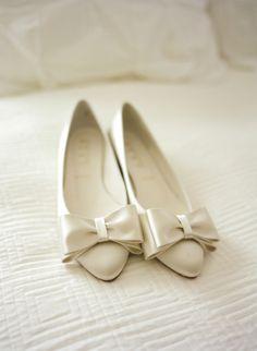 Ballerines à nœud en soie blanche. White flat shoe. Ballerine, Chaussure,  Marriage 50c4ff43e0ca
